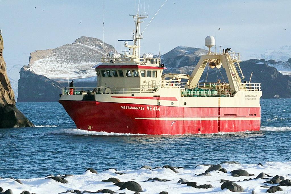 2444-Fresh fish stern trawler